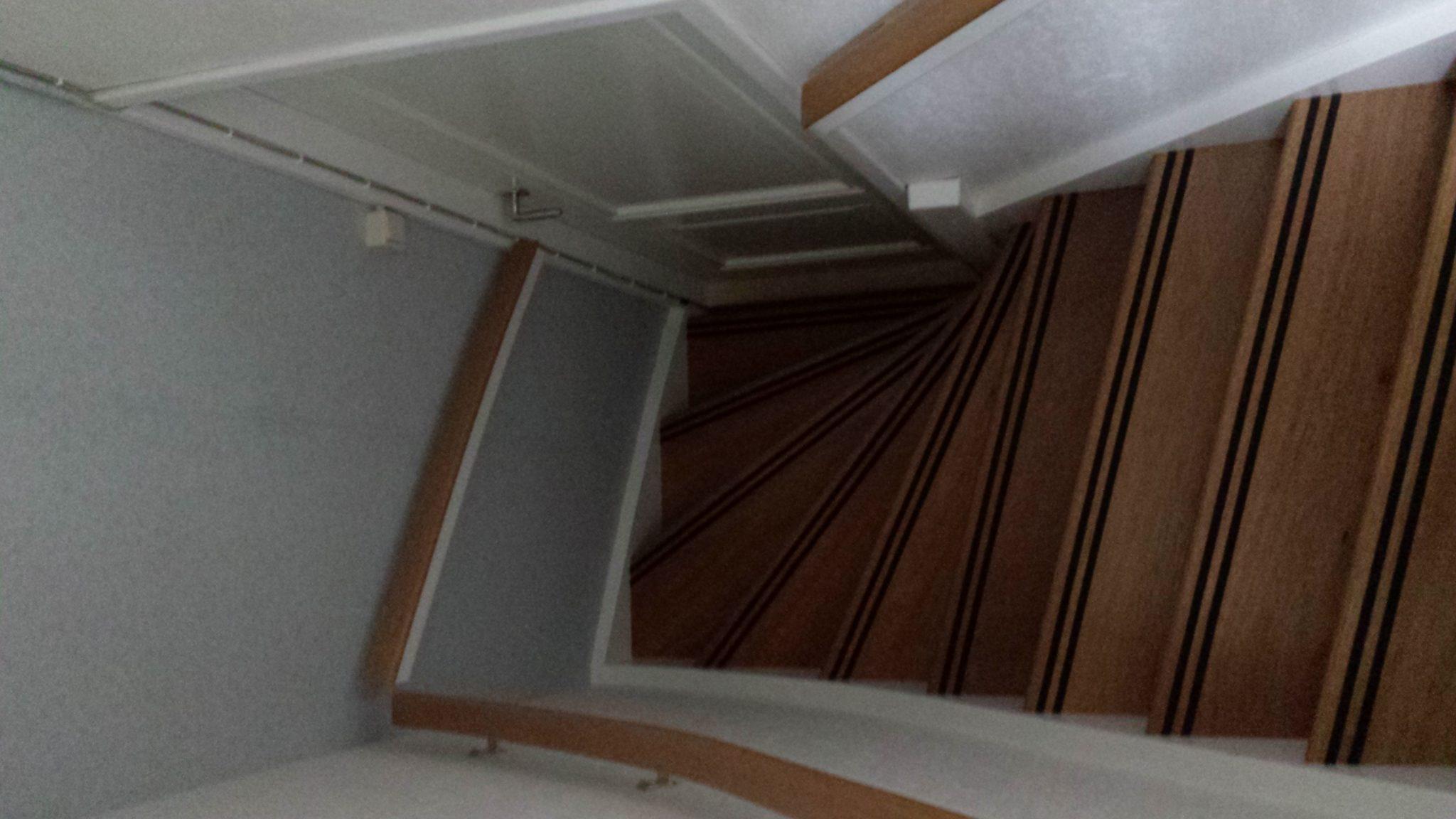 Kast In Trap : Garage kasten garage kasten gamma kast trap interieur the